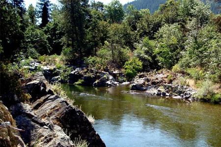 Many spots on the Applegate River show bedrock exposed.